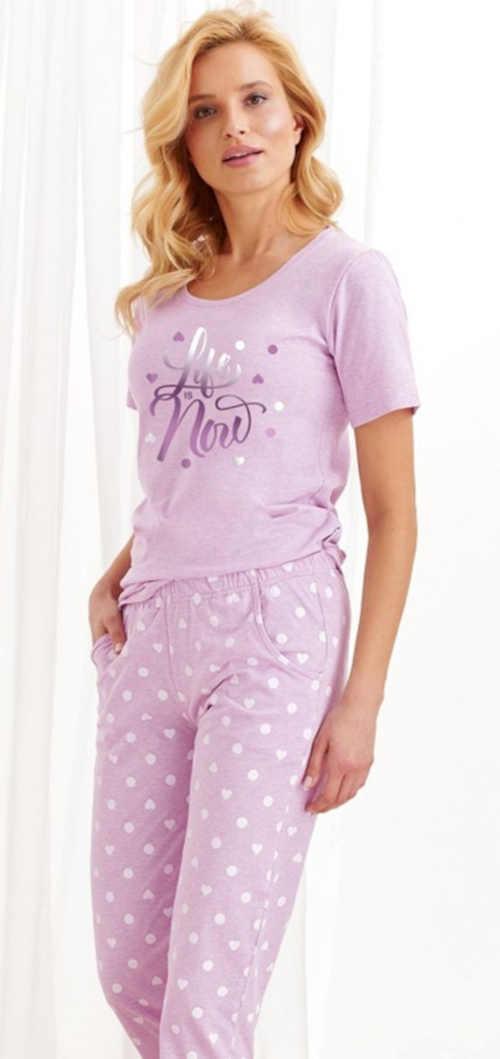 Dámske moderné pyžamo s nápisom vo svetle fialovej farbe