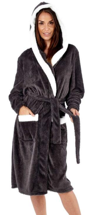 Čierny dámsky župan s kapucňou a bielym lemovaním
