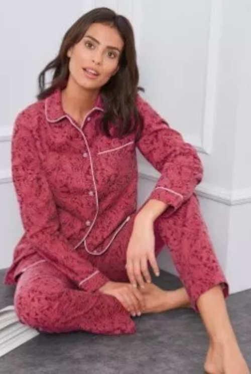Fialové flanelové dámske pyžamo so zapínaním na gombíky