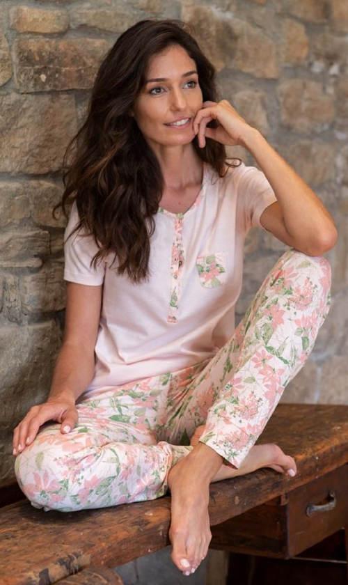 Luxusné dámske pyžamo s kvetinovým motívom